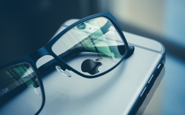 Four Ways to Make the iPhone Easier to Read without Glasses